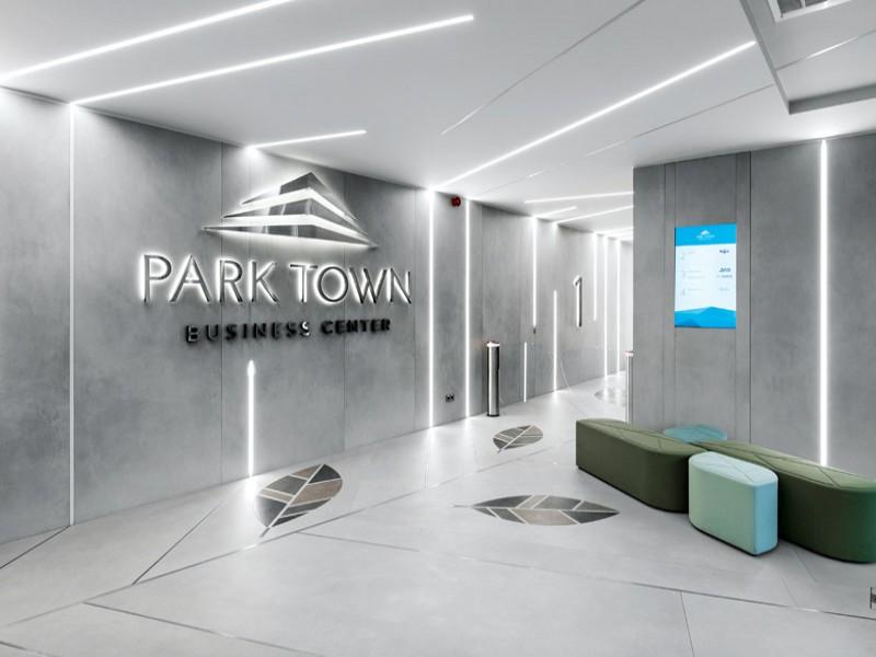 """Modernaus verslo komplekse """"Park Town"""" – gamtos projekcijos"""