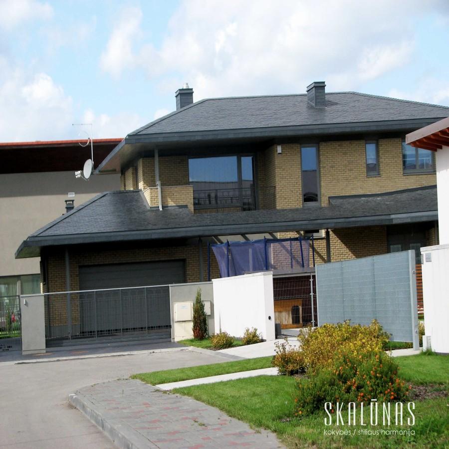903 Stogas, natūralus akmuo, skalūnas,  40x25cm, Kaunas, 2009
