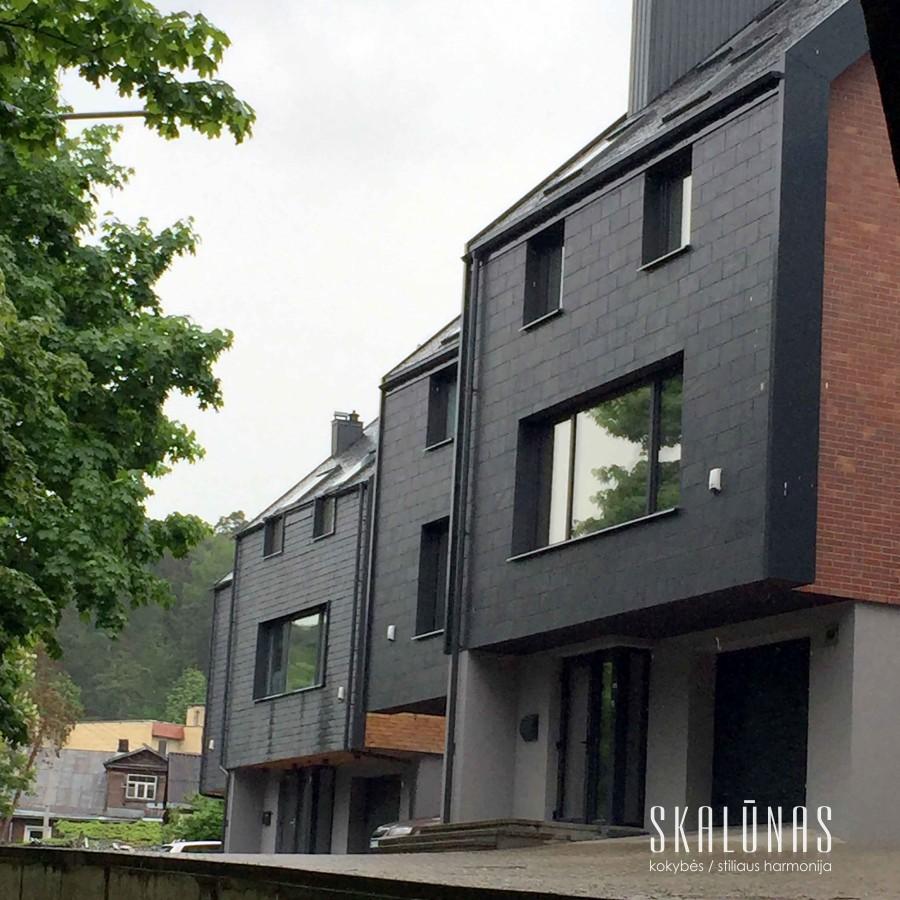 947 Fasadas, natūralus akmuo, skalūnas, 50x25 4C, Vilnius 2013